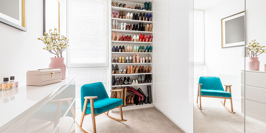 ordenar los zapatos en un armario